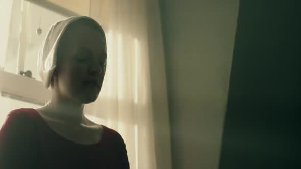Příběh služebnice S01E01 avi