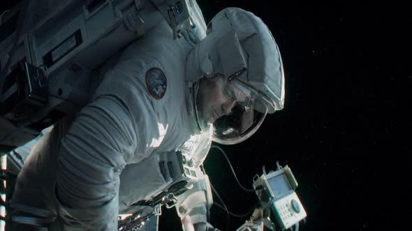 Gravitace (2013) CZ 1080pHD mkv