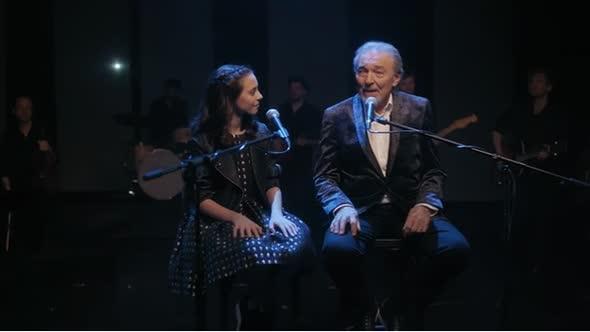 Srdce nehasnou  Karel Gott se svou dcerou  ♪ mp4