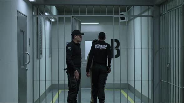El Chapo S03E10 720p NF WEB DL x265 ivL mkv