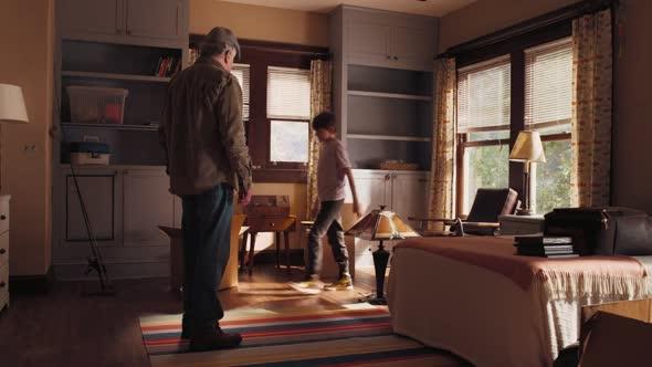 Deda postrach rodiny The War With Grandpa 2020 1080p WEBRip x264 AAC5 1 CZ TITULKY FCKR mkv