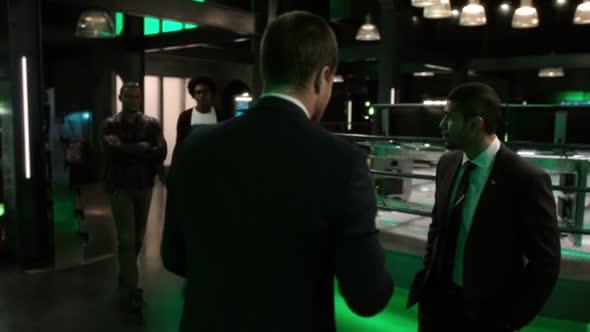 Arrow S06E01 HDTV x264 LOL mkv